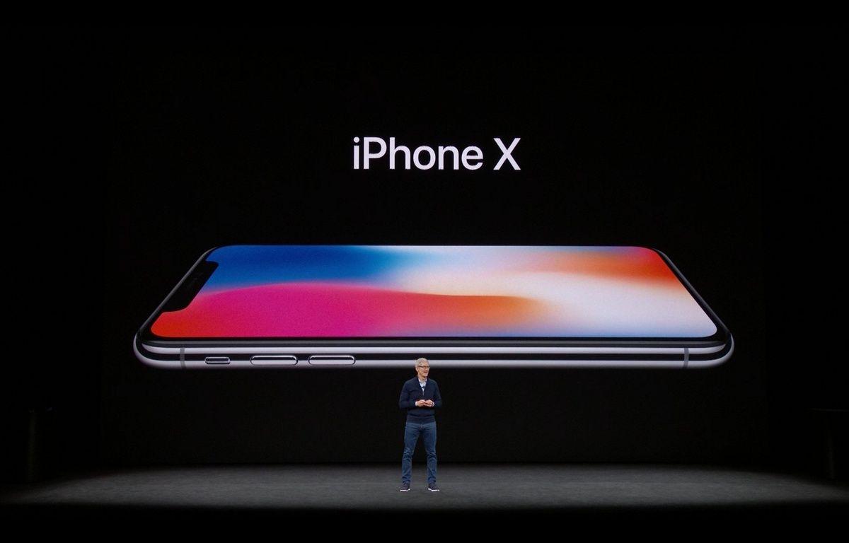 Tim Cook présente l'iPhone X. – APPLE