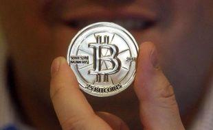 Une pièce de 25 bitcoins.
