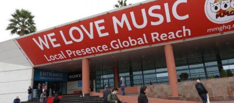 Devant l'entrée du Midem (Marché international du disque et de l'édition musicale), au Palais des Festivals, à Cannes le 1er février 2014