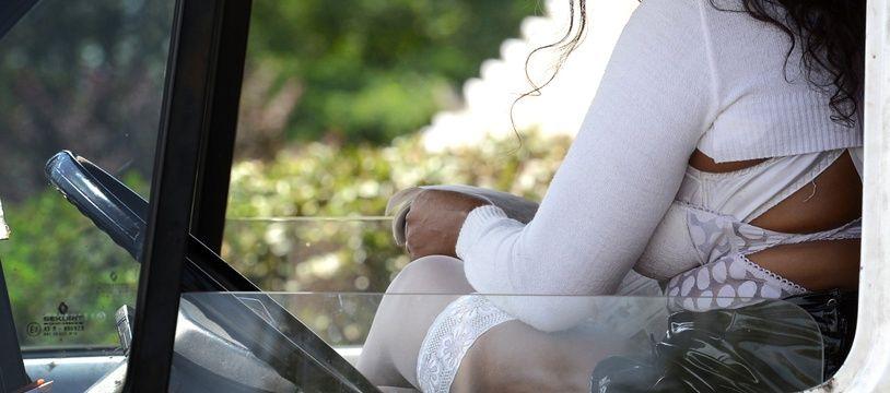 Une prostituée dans son camion, à Lyon en 2012