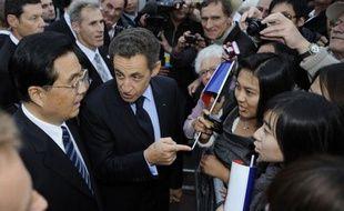 Nicolas Sarkozy et le président chinois Hu Jintao, en visite d'Etat en France jusqu'à samedi, se sont retrouvés vendredi à Nice pour de nouveaux entretiens consacrés cette fois au G20, après une première journée bilatérale ponctuée par la signature de juteux contrats