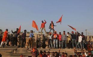 Les partisans du Conseil mondial hindou lors du rassemblement pour la construction d'un temple à Ayodhya en Inde. Le 24 novembre 2018.