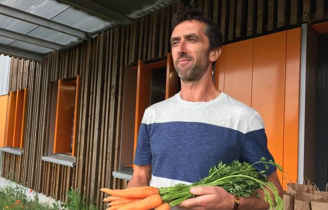 Rillieux, le 31 mai 2018. Marc Rivoire, maraîcher à Maringes dans la Loire approvisionne les cantines de Lyon en légumes.