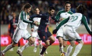 Le Paris SG s'est extirpé d'un contexte pesant en se qualifiant pour les 16e de finale de Coupe de l'UEFA mercredi aux dépens du Panathinaïkos (4-0), tandis que Nancy, déjà qualifié, n'a pu conserver sa première place de poule sur le terrain des Blackburn Rovers (1-0).