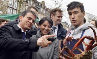 Le Premier ministre français Manuel Valls  et la ministre de l'Education nationale Najat Vallaud-Belkacem étaient aux Lices samedi matin.