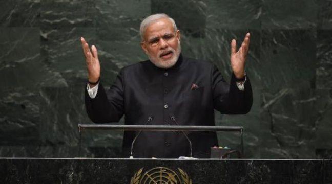 inde le premier ministre nomme un ministre du yoga. Black Bedroom Furniture Sets. Home Design Ideas