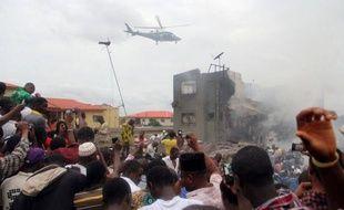 Un avion de ligne avec à son bord 153 personnes, dont six membres d'équipage, s'est écrasé dimanche sur un quartier populaire de la capitale économique nigériane Lagos, ne laissant quasiment aucun espoir de retrouver des survivants.
