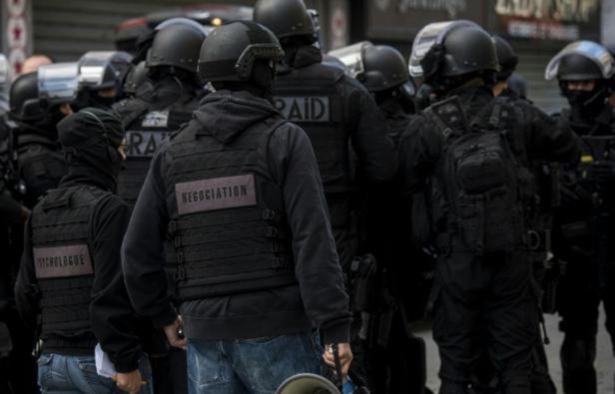Des hommes du Raid lors de l'assaut à Saint-Denis le 18 novembre 2015 – Jerome GROISARD MINISTERE DE L'INTERIEUR