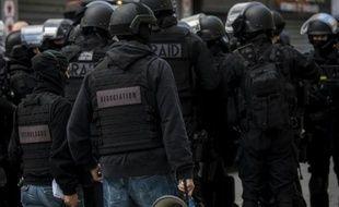 Des hommes du Raid lors de l'assaut à Saint-Denis le 18 novembre 2015