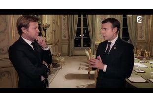 Capture d'écran de l'émission «19h, le dimanche», diffusée sur France 2 le 17 décembre 2017 avec pour invité spécial le président de la République Emmanuel Macron.