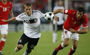 Germany's  Lukas Podolski (L) and Austria's Martin Stranzl fight for the ball during their Group B Euro 2008 soccer match at the Ernst Happel Stadium in Vienna, June 16, 2008.    REUTERS/Alex Grimm  (AUSTRIA