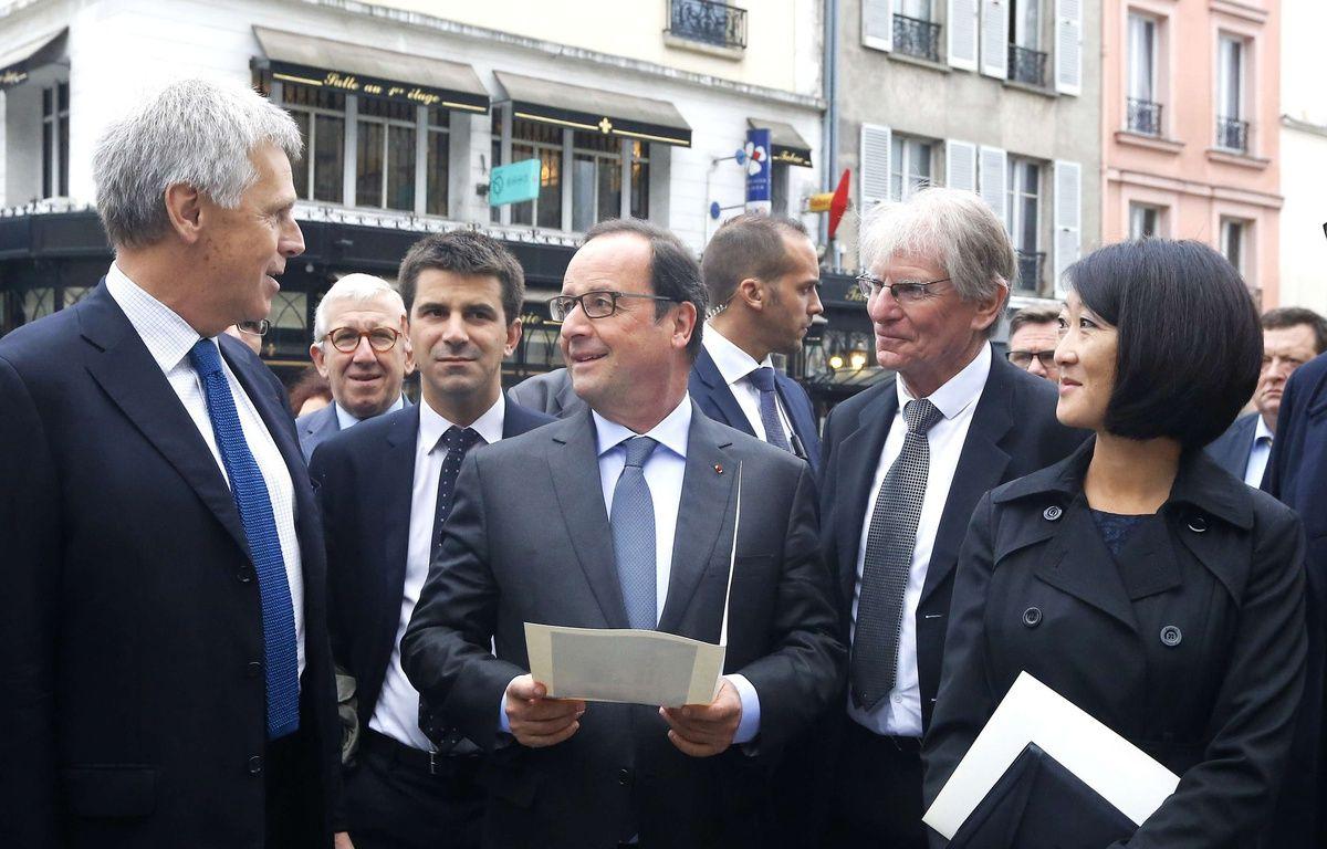 Fleur Pellerin le 19 septembre à Saint-Denis, avec François Hollande et Patrick Braouzec le maire de Saint-Denis, et Jacques Moulin, l'architecte en chef des Monuments historiques (à g.) – Jacques Brinon/AP/SIPA