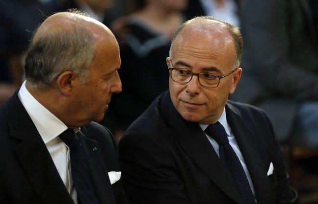 Laurent Fabius, président du Conseil constitutionnel, et Bernard Cazeneuve, ministre de l'Intérieur, à la cérémonie des obsèques du père Hamel le 2 août 2016.