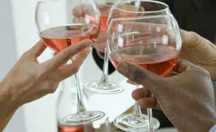 Des verres de vin (illustration)