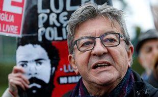Jean-Luc Mélenchon lors de sa visite en prison le 5 septembre 2019 à l'ancien président brésilien Lula à Curitiba au Brésil.