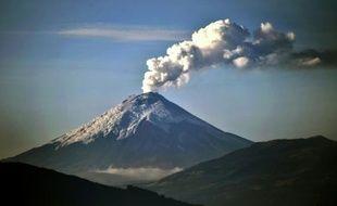 Le volcan Cotopaxi, lâche des cendres le 26 octobre 2015 à Quito