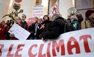 En novembre et en décembre 2015, en marge de la COP21, plusieurs manifestations s'étaient déroulés à Paris pour inciter les Etats à renforcer leurs politiques climatiques.