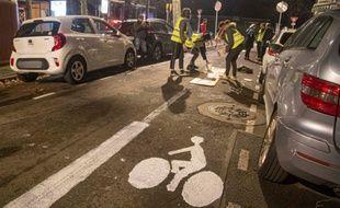 Des activistes d'ANV-Cop 21 ont tracé une piste cyclable dans la nuit du 10 au 11 janvier 2020 à Toulouse.