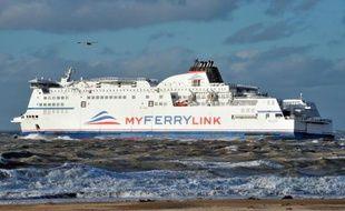 Un navire de la compagnie MyFerryLink quitte le port de Calais le 4 novembre 2012