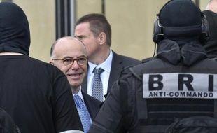 Le ministre de l'Intérieur Bernard Cazeneuve lors d'un exercice de la Brigade de recherche et d'intervention à Paris, le 23 juin 2015