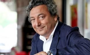 """William Abitbol, personnalité politique et chef cuisinier, pose lors de l'enregistrement de l'émission """"On en parle a Paris"""" sur France 3 Ile-de-France le 13 mai 2009."""