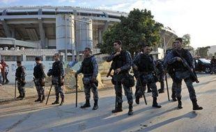 La police a dispersé avec des bombes lacymogènes et des balles en caoutchouc quelque 3.000 manifestants qui tentaient de s'approcher du stade Maracana pour protester contre les dépenses colossales de l'organisation du Mondial au Brésil, juste avant le premier match de la Coupe des Confédérations à Rio, entre l'Italie et le Mexique