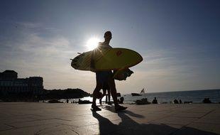 Après deux mois de confinement, les surfeurs attendent une toute autre vague que celle du Covid-19