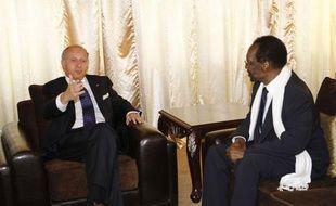 Les responsables maliens ont réitéré vendredi leur volonté d'organiser des élections au mois de juillet, en recevant le chef de la diplomatie française Laurent Fabius, venu prendre le pouls politique à Bamako, annonçant le maintien d'un millier de soldats sur le sol malien.
