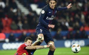 Edinson Cavani avant de marquer son 100e but contre Angers
