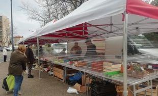 Illustration d'un marché à Lyon depuis les mesures de confinement imposées pour enrayer l'épidémie de coronavirus.