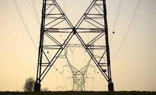 Pylones electriques et lignes a haute tension.