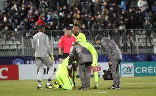 José Fonte a été touché aux côtes et a dû quitter partenaires après 70 minutes de jeu lors de la victoire de Lille à Sète en seizièmes de finale de la Coupe de France.