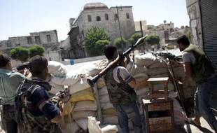 Une journaliste japonaise a été tuée lundi en couvrant les affrontements à Alep, tandis que deux reporters arabes et un troisième turc sont portés disparus dans cette deuxième ville de Syrie, rapporte l'Observatoire syrien des droits de l'Homme.