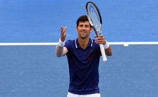 Novak Djokovic a rejoué après 6 mois d'absence contre Thiem en exhibition en Australie, le 10 janvier 2018.