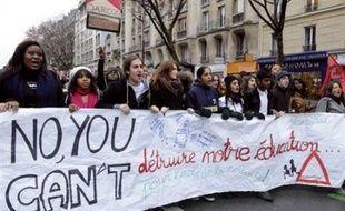 Quelque 127.000 jeunes selon la police, 150.000 selon les organisateurs ont manifesté jeudi dans toute la France contre le projet de réforme du lycée du ministre de l'Education, Xavier Darcos annonçant la réouverture de tout ce dossier et proposant des Etats généraux.