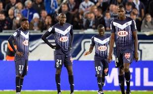Les Girondins de Bordeaux abattus, lors de leur défaite (1-4) contre Caen, le 29 novembre 2015. AFP PHOTO / NICOLAS TUCAT
