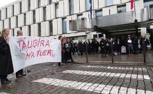 A Lile, le 20 octobre 2015 - Manifestation des avocats de Lille devant le palais de justice, pour protester contre la reforme de l'aide juridictionnelle.