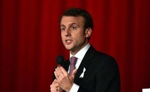 Le ministre français de l'Economie Emmanuel Macron à Tokyo le 25 novembre 2014