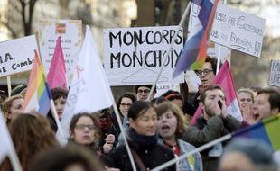 Une manifestation en faveur de l'avortement à Paris (image d'illustration).