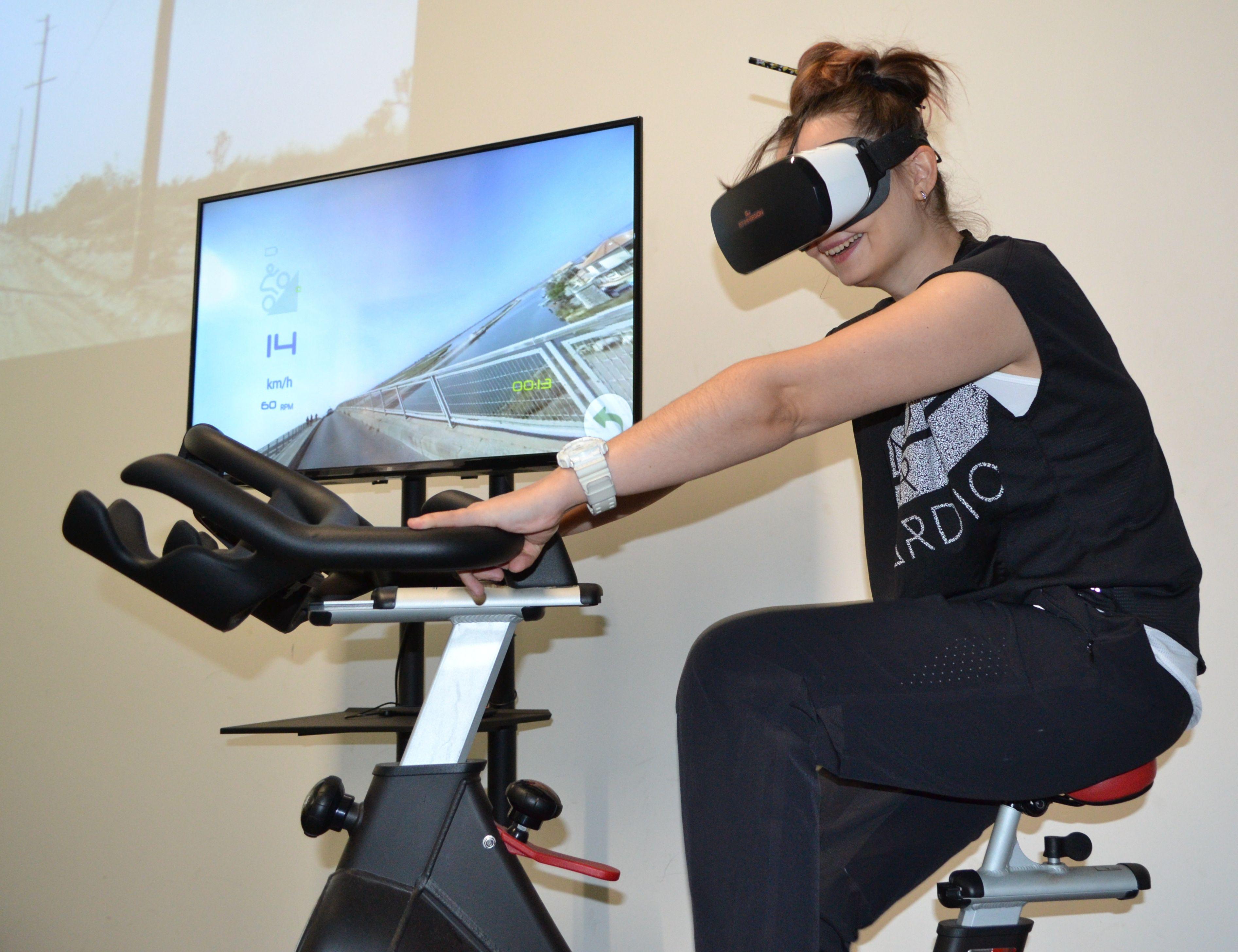 La technologie Fit Immersion permet de faire du vélo d'appartement tout en étant immergé sur des tracés réels
