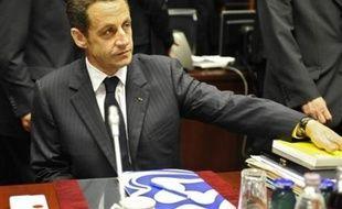 La France prend le 1er juillet la présidence de l'Union européenne dans une atmosphère de crise qui contrarie l'ambition affichée de Nicolas Sarkozy de s'attaquer d'urgence à des sujets concrets pour rapprocher l'Europe de ses citoyens.