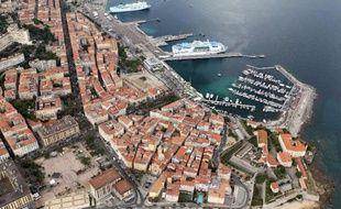 Vue aérienne d'Ajaccio, où apparaît un ferry de la compagnie maritime SNCM, le 1er juin 2014