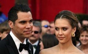 L'actrice américaine Jessica Alba, 27 ans, a épousé son fiancé Cash Warren au cours d'une cérémonie privée, rapporte mardi le magazine People.