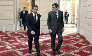 Nicolas Sarkozy a perdu deux point de popularité en janvier, avec 34% de jugements favorables, tandis que François Fillon en a gagné un, à 45%, selon le baromètre mensuel Ipsos-Le Point de l'action politique publié lundi.