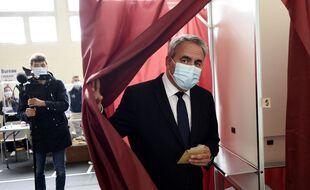 Xavier Bertrand à sa sortie de l'isoloir dimanche 27 juin