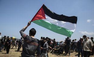 Affrontements entre Palestiniens et soldats israéliens, le 14 mai, à la frontière de la bande de Gaza.