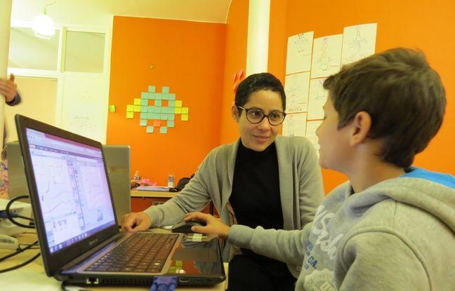 Dernier jour de stage pour Loriano, 11 ans, qui a consacré une semaine de ses vacances de la Toussaint à s'initier au codage informatique à Magic Makers, entreprise fondée par Claude Terosier (à gauche) et Sébastien Lout.