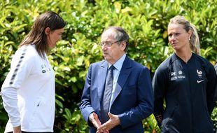 Corinne Diacre, Noël Le Graët et Amandine Henry avant la Coupe du monde 2019 en France.