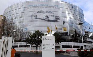 Un ancien directeur financier d'une filiale de Renault au Luxembourg a accusé le constructeur français d'avoir pratiqué des fausses factures visant à léser le fisc, lors d'une enquête de la justice sur les motifs de son licenciement, rapporte Libération mercredi.
