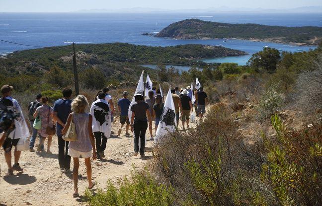 Corse: Des manifestants demandent la démolition de deux villas construites sur un site protégé
